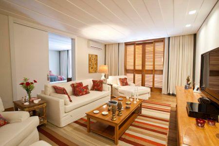 Independente do tamanho da sua sala, um tapete irá deixá-la mais bonita e  confortável. Ele deverá combinar com o resto da decoração, harmoniosamente,  ... ea0888910e