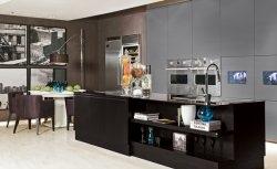 Preto: inspire-se com sete cozinhas monocromáticas