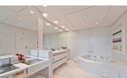 Banheiros brancos | Bonet