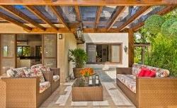 Uma casa para celebrar o descanso com a natureza em evidência