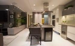 Cozinha decorada e integrada à sala