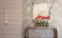 Painéis de madeira criam base de cores para lounge
