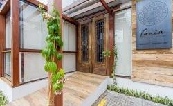 Restaurante Gaia: decoração rústica contemporânea